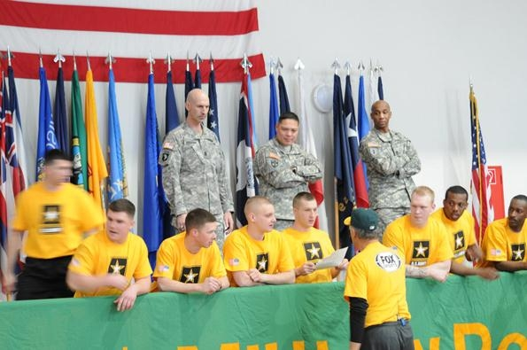 <b>Rollie Fingers Meets The Troops</b>